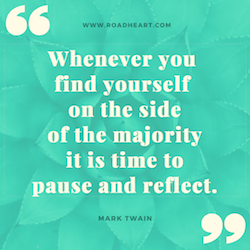 Lebensweisheit: Whenever you find yourself on the side of the majority, it ist time to pause and reflect. - Mark Twain